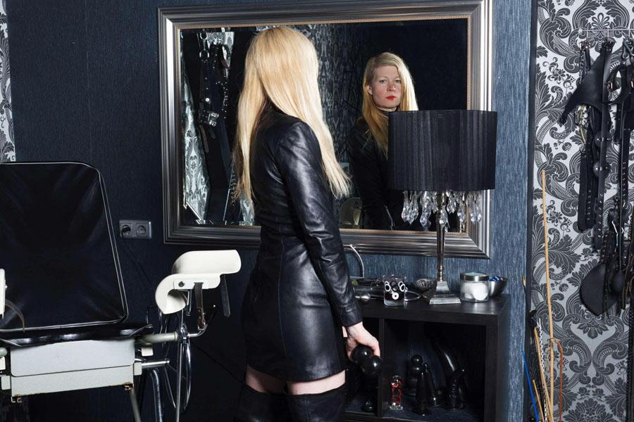 mistress maxime massato domina directory. Black Bedroom Furniture Sets. Home Design Ideas